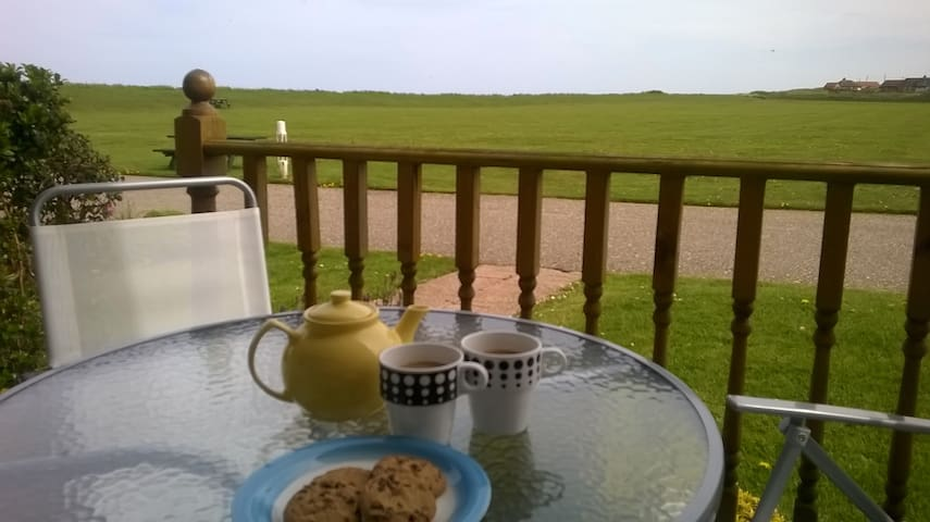 Otter's Holt - By the beach with  sea views!