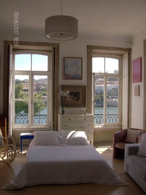 - Quarto - cama de casal