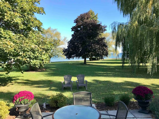 Lakehouse On Vineyard in Lincoln-Vineland!