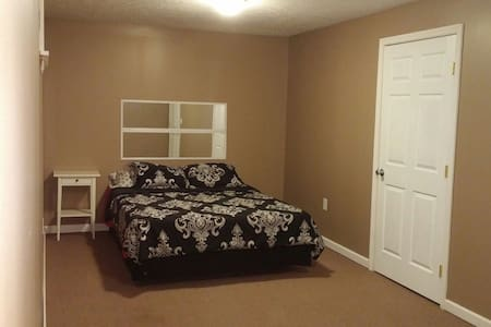 Private bedroom, 5 minutes from I75 - Middletown