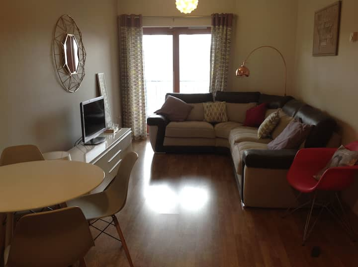 Private room in Modern Central 2 bedroom apartment