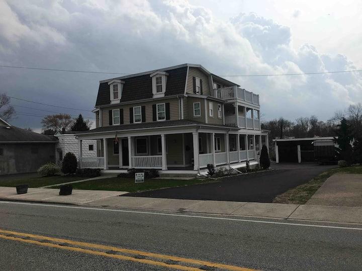 Glenside Farmhouse Apartment