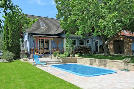 Holiday house w/ garden, bbq, pool and pool terrace with sun loungers