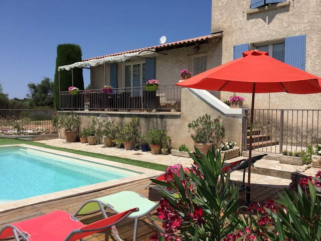LS2-287 - Vacation rental in the Alpilles, in Aureille, close to the center of the village on foot - Beautiful view - sleeps 8