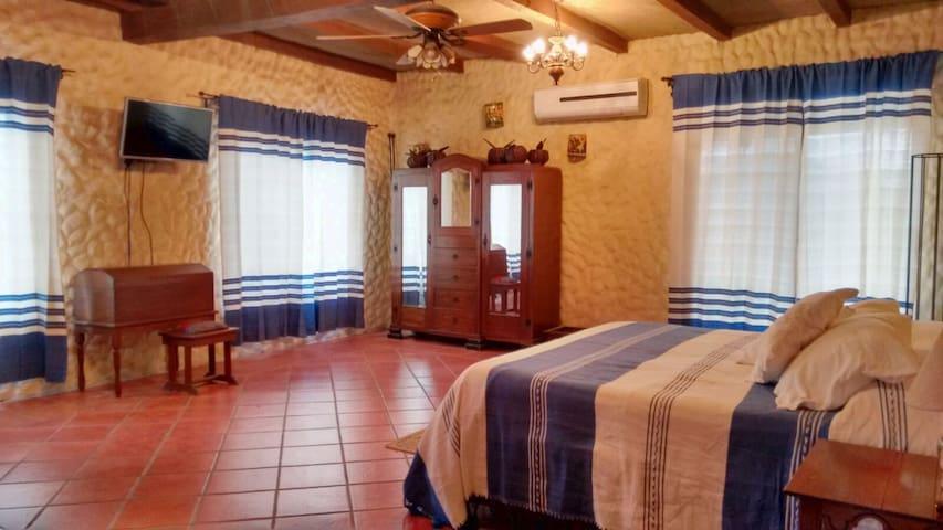 Penhouse Colonial Mexicano