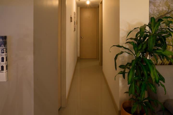pasillo hacia las 3 habitaciones