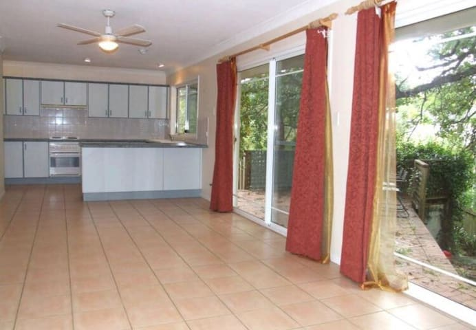 3BDR HOUSE 5MINS TO TRAIN WESTFIELD - Hornsby - Talo
