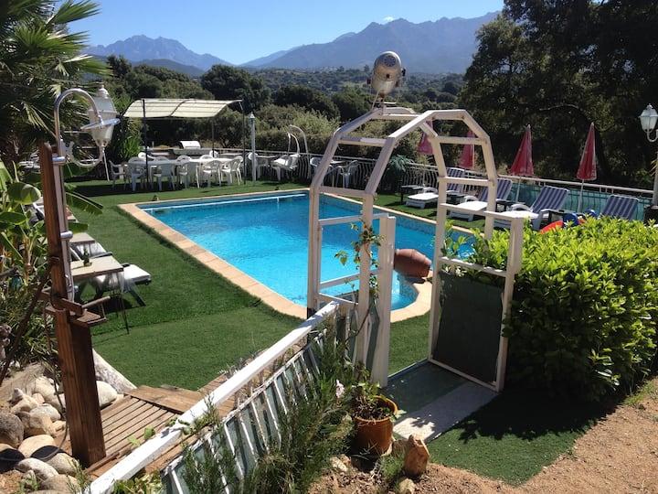 Chalet 6 personnes équipé avec piscine