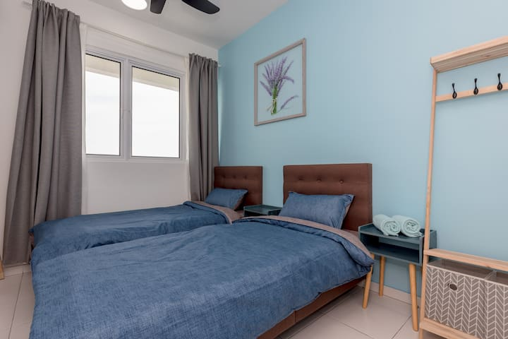 Second bedroom with 2 single beds..