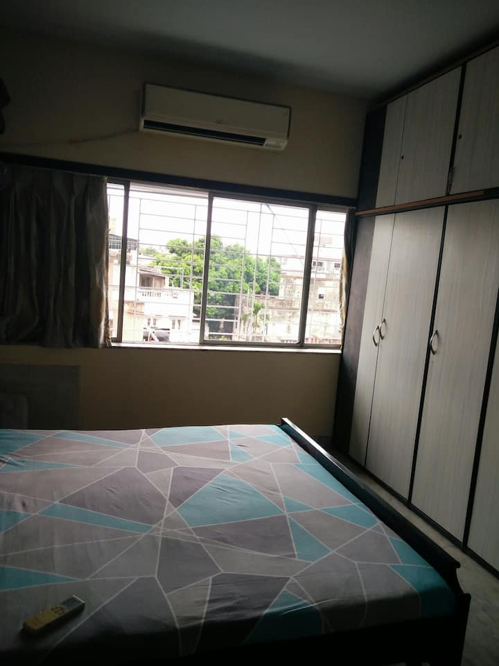 airy , large and quiet,  private room in Ballygunj
