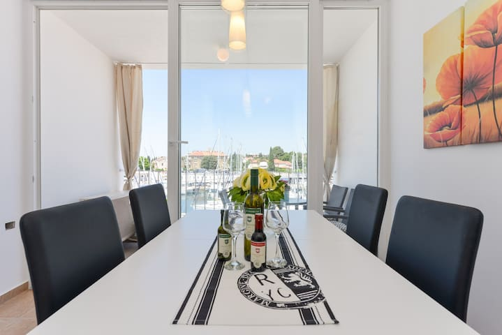 Apartment Maestral - 5 mins from the old town!
