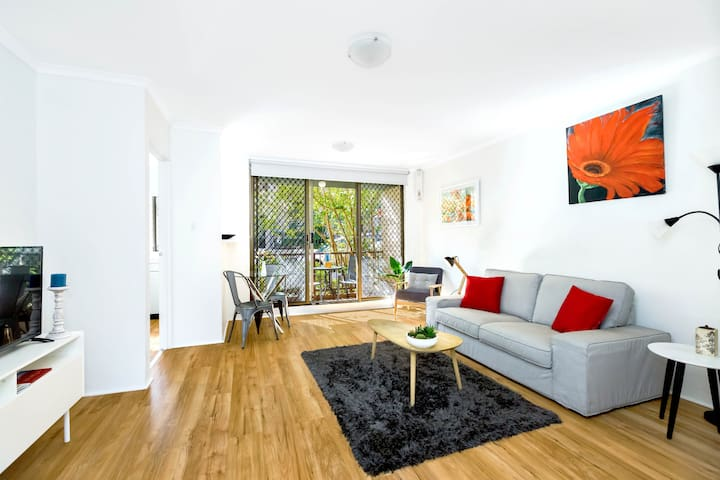 Surry Hills spacious 1 bedroom apartment