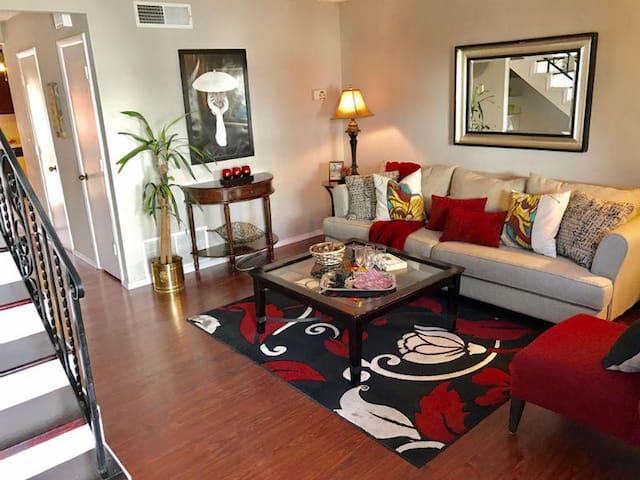 Private luxurious condo w/comforts of home - Albuquerque - Kondominium