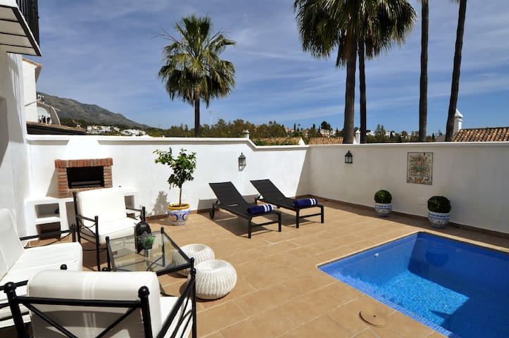 Luxury townhouse near Puerto Banus - Marbella - Huis