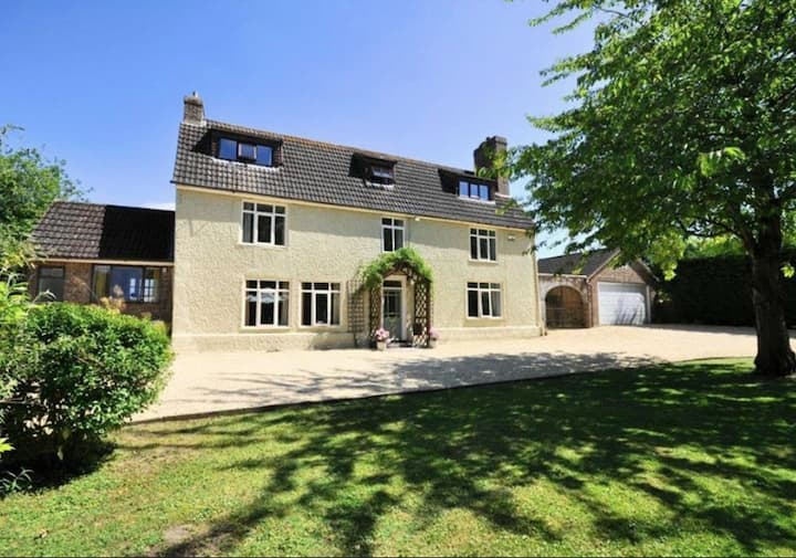 Lovely Farmhouse, ideal for family and friends.