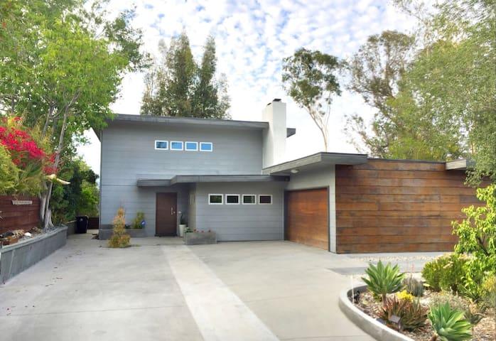 Mid-Century Modern w/ Amazing Views - Los Angeles - House