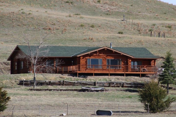 Gorgeous Log Cabin in the Sandhills