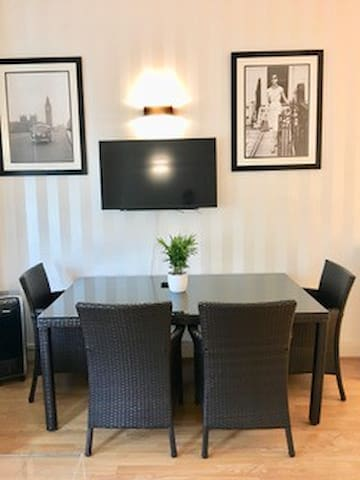 Spacious one bedroom Flat Holland Road- 3