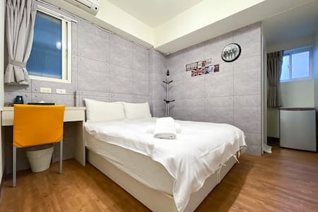 【安靜】逢甲夜市優質雙人房 · 睡到自然醒 · 可寄放行李 · 讚!