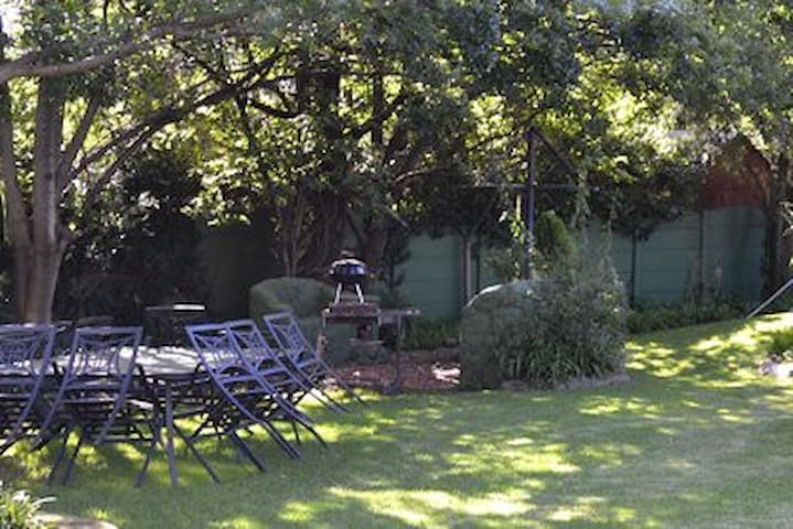 """""""Grandpa's Place""""  for families/groups/individuals - Benoni - Guesthouse"""