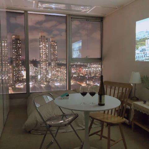 ♠️빔프로젝터♠️ Awesome City View. Romantic Vibe. (초고층)