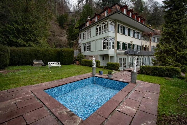 Stunning lakeside Villa in Bernese Oberland