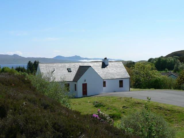 An Iodhlann, cosy hideaway on the Isle of Skye - Isleornsay - House