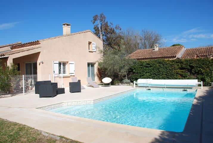 Agréable petite villa avec piscine