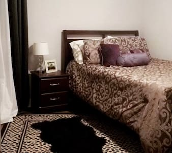 Chic, trendy, and elegant private room - Kannapolis - Huis