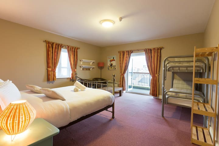 4 BedFamily En-Suite Room in Rowan Tree Hostel
