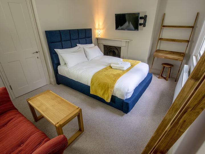 City centre 2 bedroom apartment to sleep 4-6