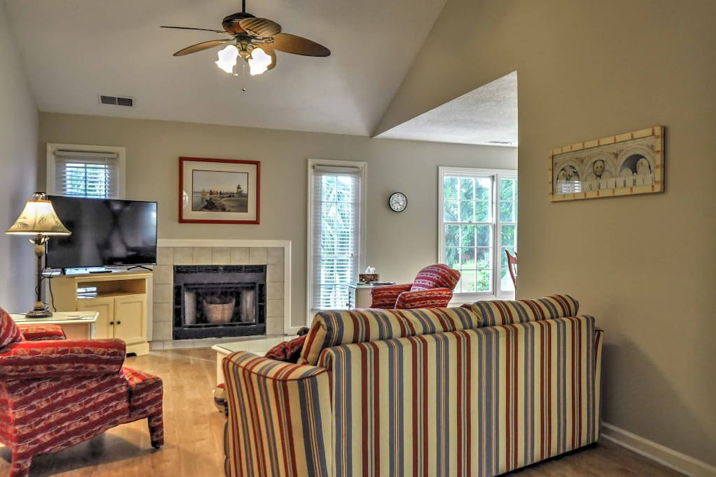 The interior of the villa was recently renovated and includes brand new amenities, appliances, carpeting and paint!