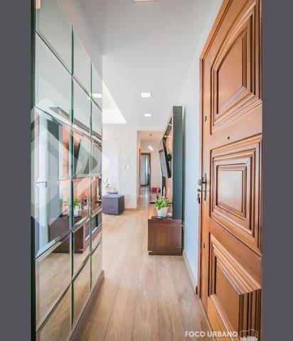 Entrada do apartamento.