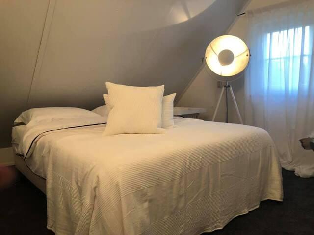 1 slaapkamer 2 persoonsbed