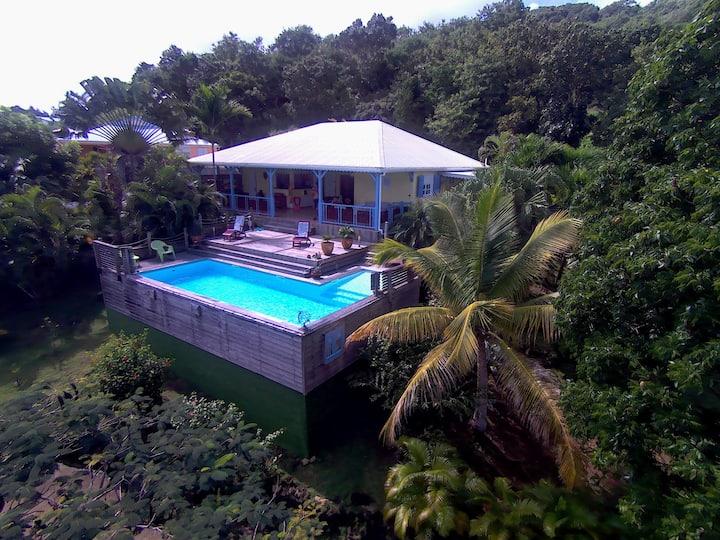 Jolie villa avec vue exceptionnelle.