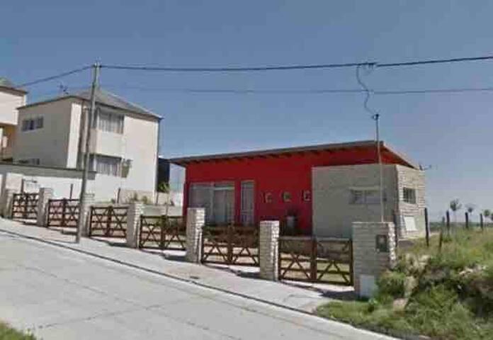 Casa quinta, terreno 20x50 con pileta y amueblado