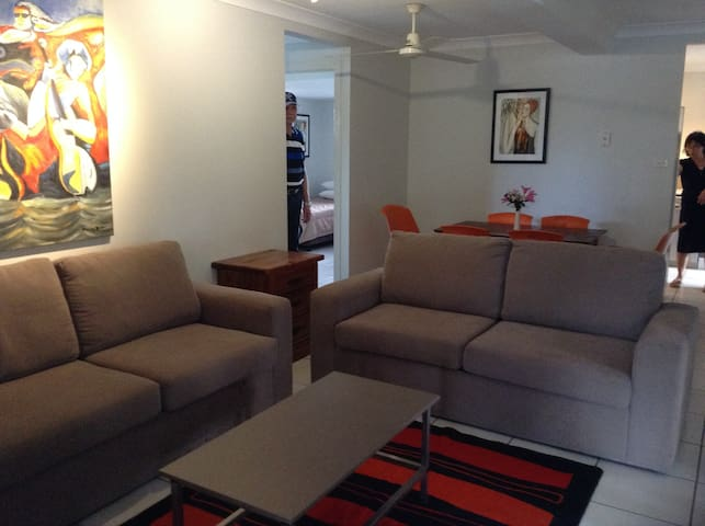 The Queenslander 4-Bedrooms Accommodates 10/12 - Cairns  - Apartemen