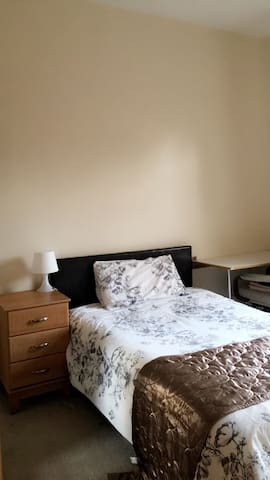 Small double in Large Shared House - Coventry - Talo