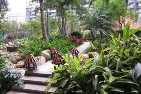 三房两厅两卫,双阳台,南北通。超高实用面积,房子干净整洁、温馨舒适的天悦龙庭 - Shenzhen Shi