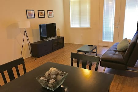 NEW! CONVENIENT CENTRAL KAPOLEI WITH POOL ACCESS