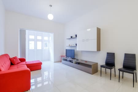 3 bedroom apartment, Gzira, 100m away from Sliema - Gzira
