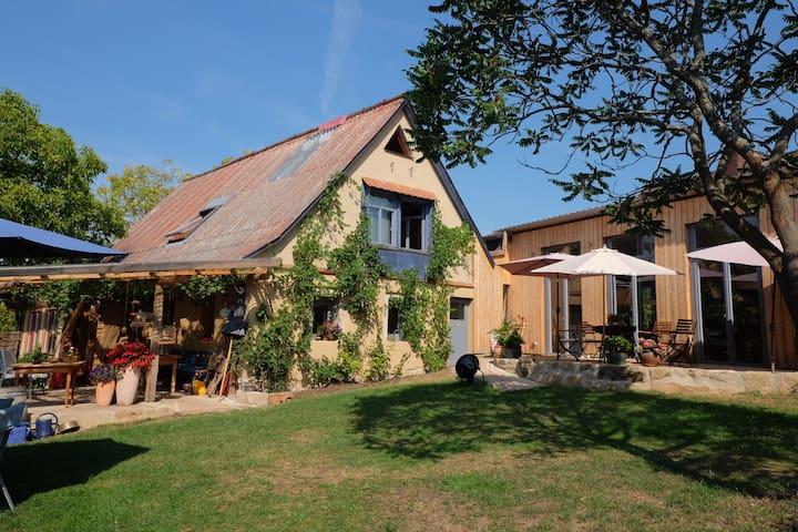 """links das Gästehaus """"ALTES SCHÄFERHAUS"""" rechts unser Wohnhaus"""