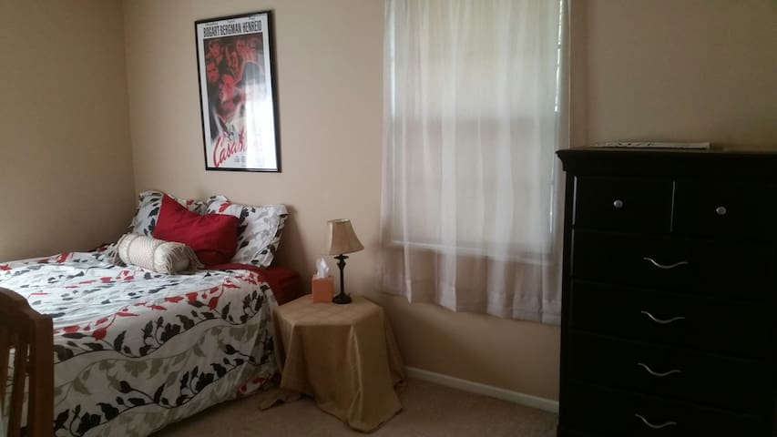 Queen Bedroom - Central KC Location!