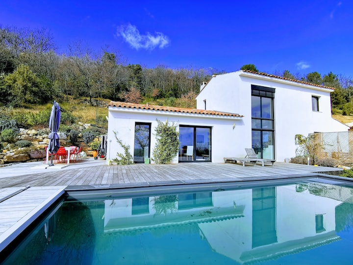 Modern sunny house in Cabris
