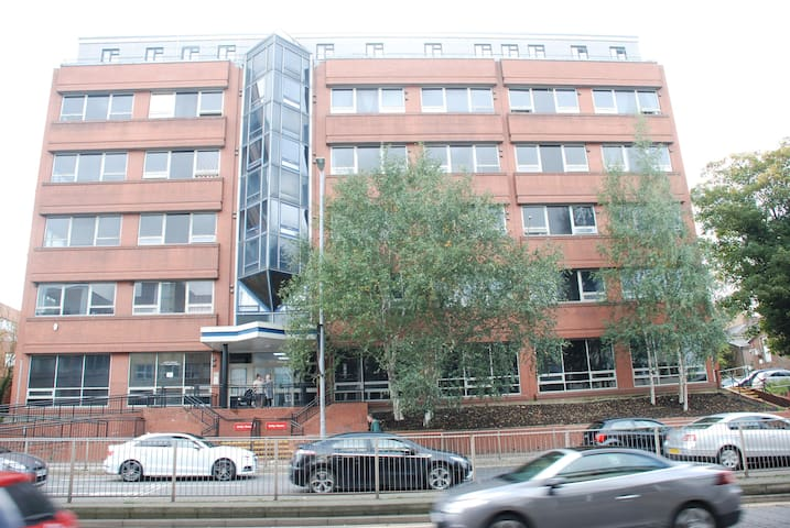 Studio Flat Suitable for 2 Persons in Luton Centre