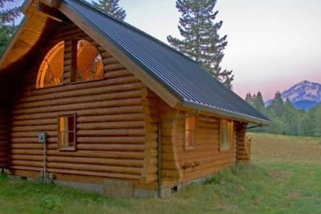 Cozy Log Cabin - House
