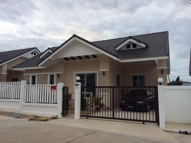 Aloha Inn - Sattahip - House