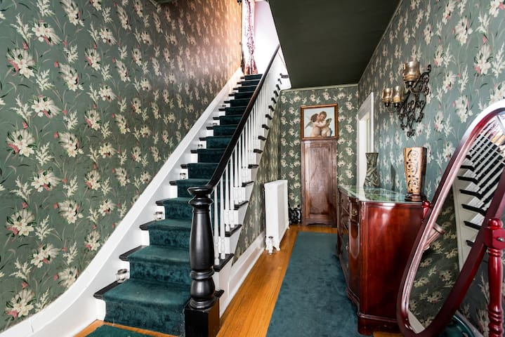 The Enslin Mansion: Haunted Bedroom