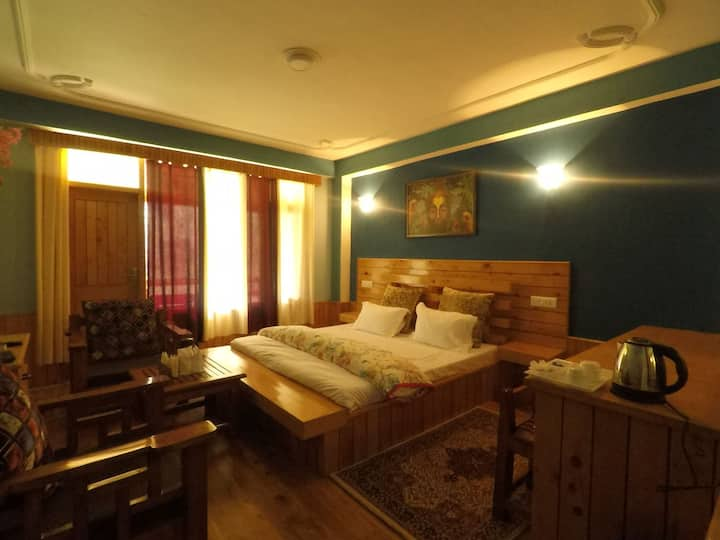 Luxurious 2 Bedroom's With balcony at-Kothi,Manali
