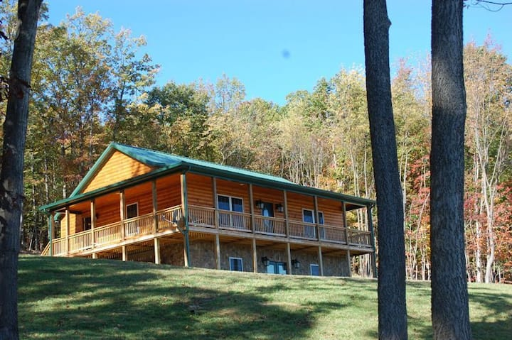 The Black Bear Lodge: Amazing Mountain Views!